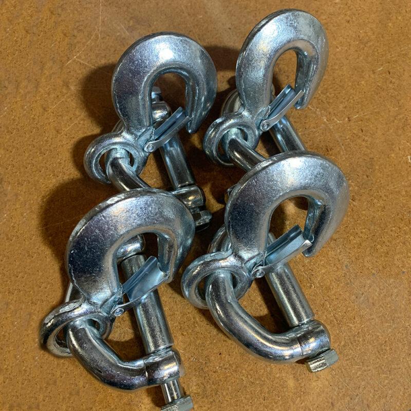 4 metal hooks